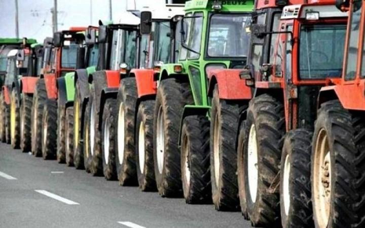 Οι αγρότες κλείνουν τις εθνικές οδούς Πατρών-Πύργου και Πατρών-Κορίνθου