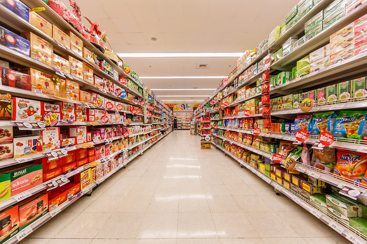 Κόβουν (κι άλλο) τα ψώνια στο supermarket οι καταναλωτές - «Μαύρος» ο Γενάρης