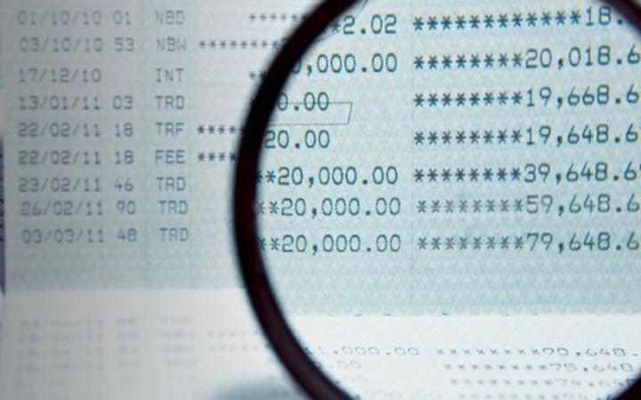 Μαζική επίθεση της εφορίας στις τραπεζικές καταθέσεις - Τι να κάνετε αν σας την δεσμεύσουν