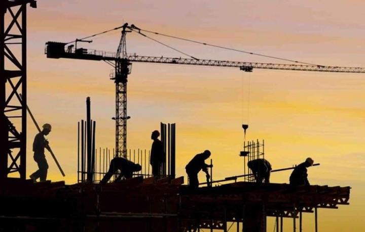 Η οικοδομή πέφτει και τα υλικά αυξάνονται