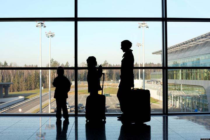"""Έχετε παιδί 2 χρονών και ταξιδεύετε; Πληρώνετε """"Σπατόσημο"""" 12 ευρώ!"""