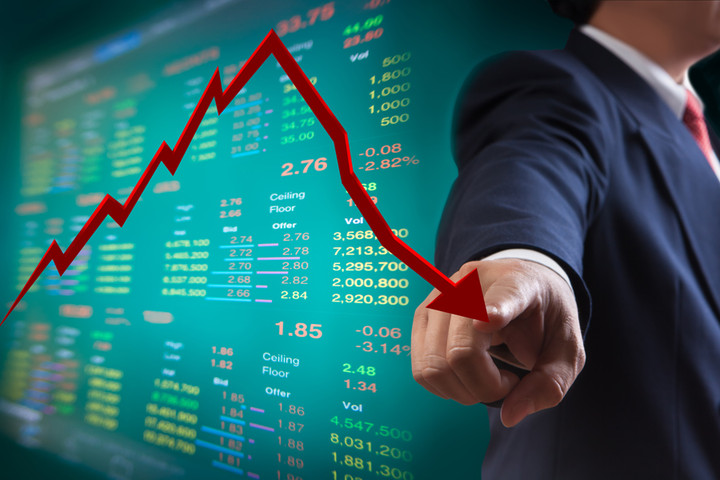 Ιδού πώς γεννήθηκε το υπερ-πλεόνασμα του 2016 - Ψαλίδι στις επενδύσεις και υπερφορολόγηση