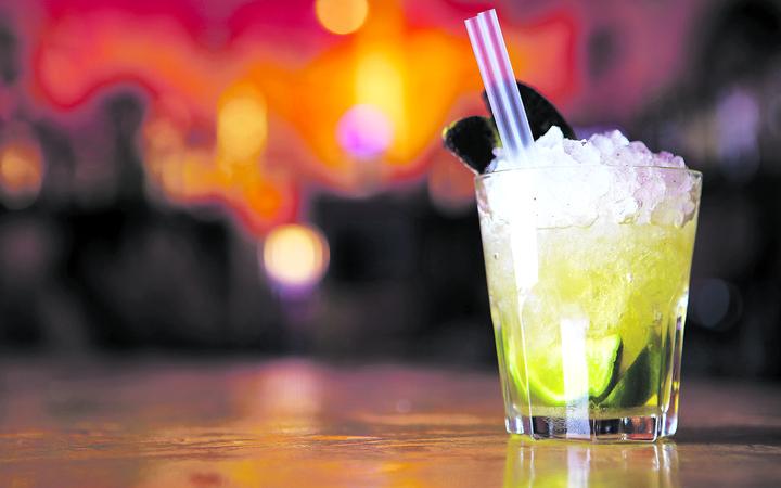 """Τι πίνουν οι Έλληνες για να """"ξεχνουν"""" τους φόρους"""