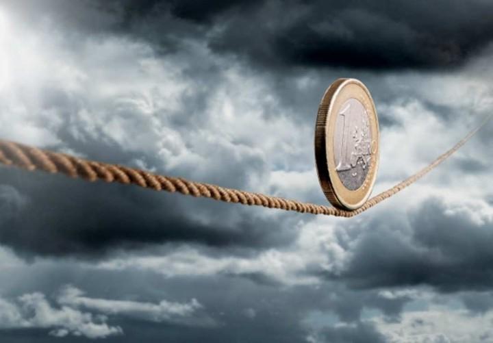 Κολλημένη στην ύφεση η ελληνική οικονομία