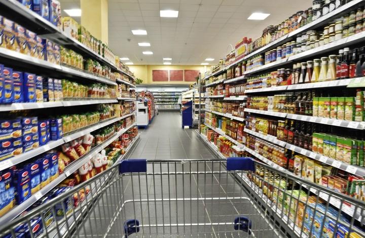 «Κυνηγοί» προσφορών οι καταναλωτές  - Τι επιλέγουν στα σούπερ μάρκετ