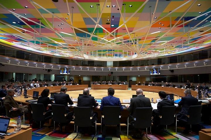 """""""Καταδίκη"""" της Ελλάδας σε λιτότητα 10ετιών - Τι αποφάσισε το Eurogroup για τα πρωτογενή πλεονάσματα"""