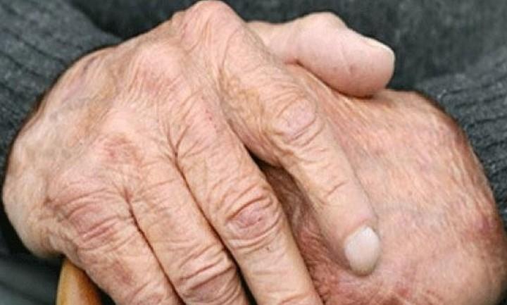 H σκληρή αλήθεια των αριθμών για τους συνταξιούχους: μειώσεις έως 50% στο εισόδημα