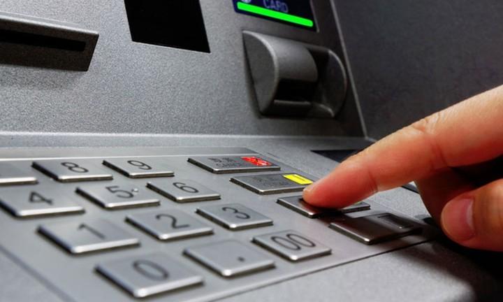 Capital controls: Τι αλλάζει στο όριο αναλήψεων