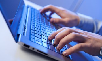 Η εφορία «ξαναχτυπά»: Στέλνει email και επιστολές