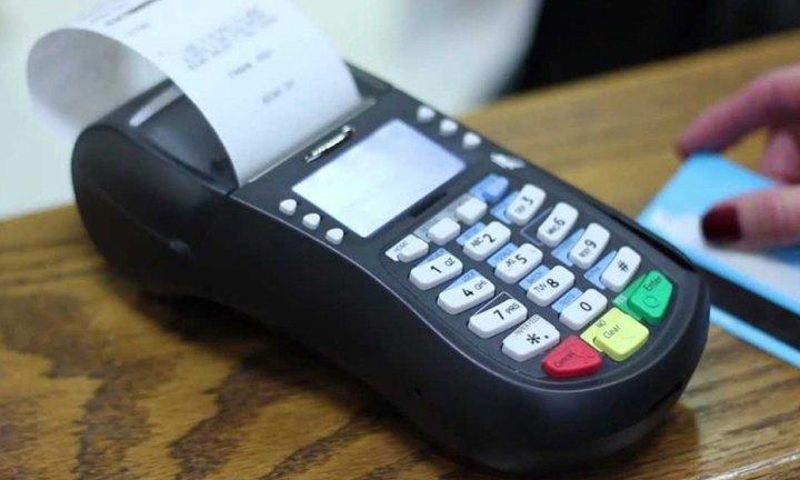 Ό(pos) - ο(pos) να βγει η υποχρέωση εγκατάστασης της συσκευής ανάγνωσης καρτών