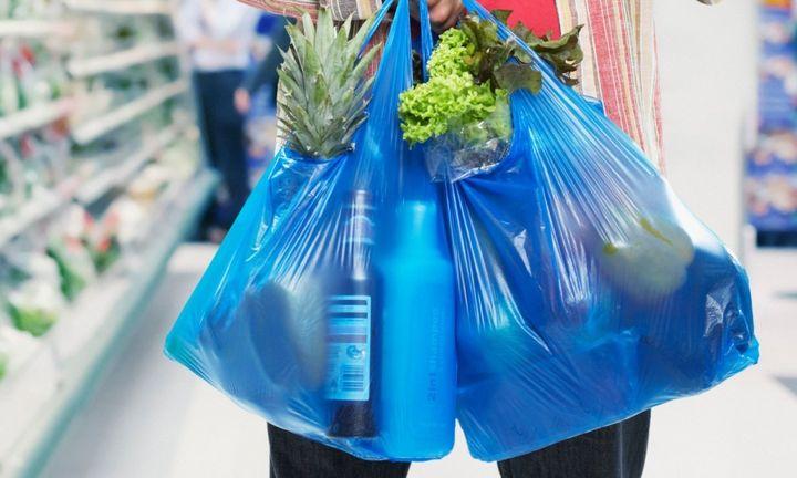 Επιμένει 1 στους 10 καταναλωτές στην πλαστική σακούλα