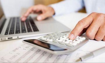 Αύξηση εισφορών και φόρων για τους «φτωχούς» επαγγελματίες προ των πυλών
