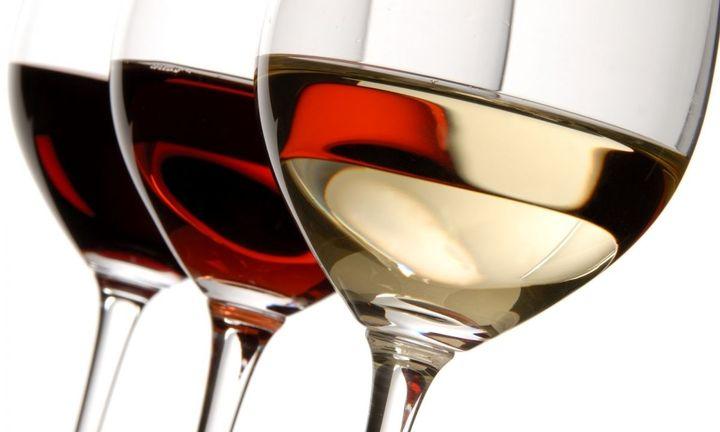 Μπαίνει νερό στο… κρασί λόγω ΕΦΚ