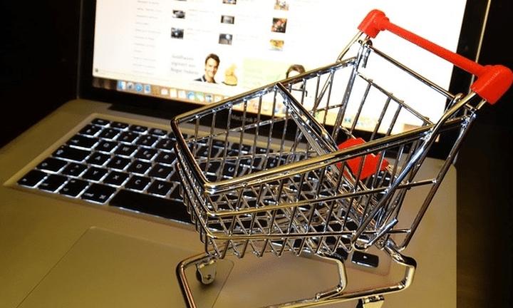 Στροφή στο internet για αγορές κάνουν οι καταναλωτές