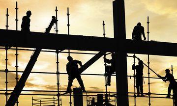 Πώς θα γλιτώνουν οι επιχειρήσεις το πρόστιμο των 10.500 ευρώ για την ανασφάλιστη εργασία