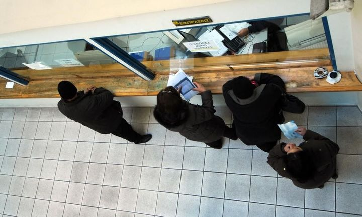 ΕΚΠΟΙΖΩ: Η ΑΑΔΕ κατάσχει ποσά από ακατάσχετους κοινούς λογαριασμούς