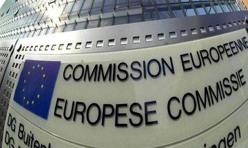 Οι προβλέψεις της ΕΕ για την Ελλάδα: «Mαζεύει» η ανάπτυξη, τι λέει για χρέος, ανεργία