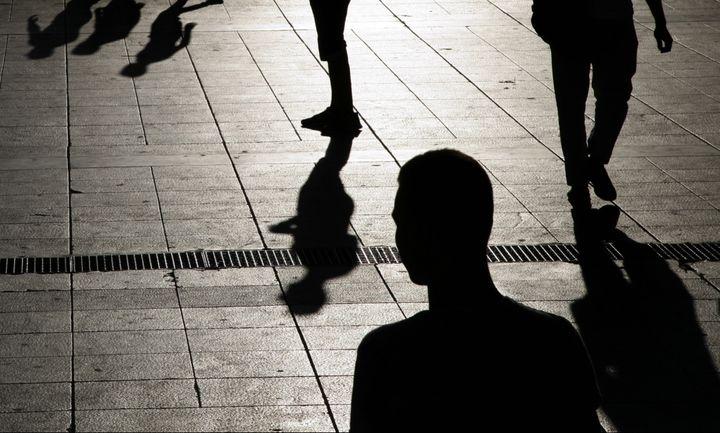 Der Spiegel: «Σχεδόν τα 2/3 των Ελλήνων χωρίς θέση πλήρους απασχόλησης»