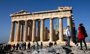 Στα 435 ευρώ  η ημερήσια δαπάνη των τουριστών στην Ελλάδα