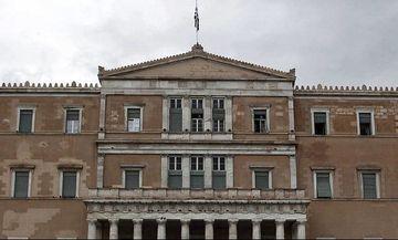 Πέντε λίστες φοροδιαφυγής και λαθρεμπορίου στη Βουλή