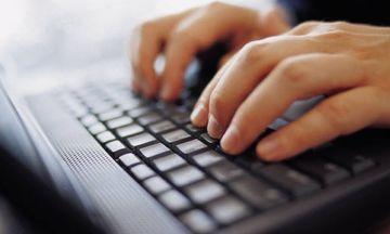 Συνεχίζουν να «καλπάζουν» οι online αγορές - Ποια προϊόντα προτιμούν οι καταναλωτές