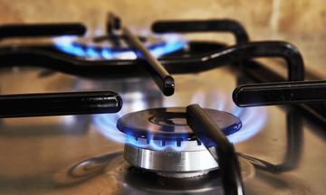 Μετά τις κατακραυγές έρχονται και μειώσεις στο φυσικό αέριο