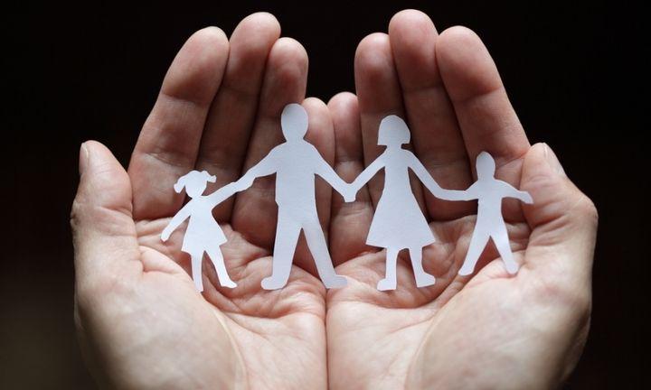 Στα 70 ευρώ το επίδομα για το πρώτο παιδί - Όλες οι αλλαγές