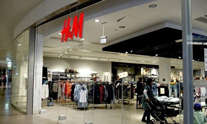 Αναδίπλωση από την H&M για να μαζέψει τις αντιδράσεις
