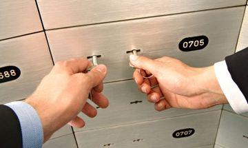 Έφοδος ΑΑΔΕ μέχρι και σε τραπεζικούς λογαριασμούς και θυρίδες