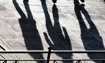 Παραμένει υψηλή η ανεργία στους νέους κάτω των 25 ετών