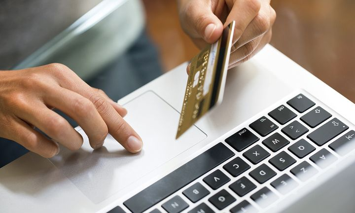 Πώς μπορείτε να πληρώσετε τους φόρους με κάρτα: Άνοιξε η εφαρμογή