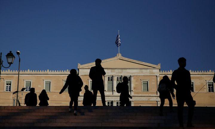 Οι Έλληνες είναι οι πιο χρεωμένοι: Ποιες οφειλές καθυστερούν
