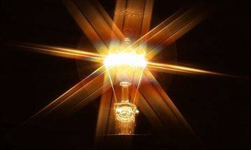 Ποια νοικοκυριά έχουν εκπτώσεις στο ηλεκτρικό ρεύμα