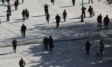 «Μαύρο» εξακολουθούν να βλέπουν οι Έλληνες το μέλλον