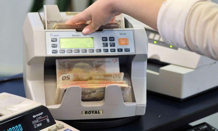 Επιστρέφουν οι καταθέτες στα γκισέ των τραπεζών