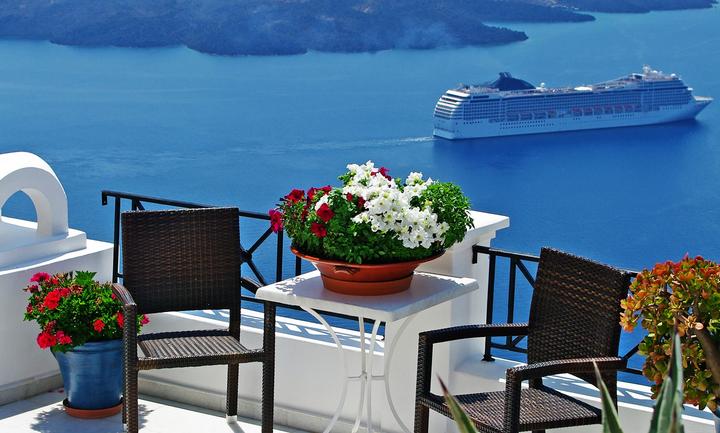 Καλπάζει ο τουρισμός - Ποια νησιά «βουλιάζουν»