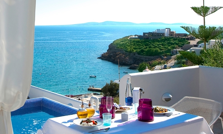 Ανοιχτές οι πύλες του πολυτελούς Grace Hotel Mykonos