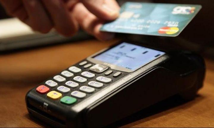 Οι Έλληνες το γύρισαν στις κάρτες - Τι γίνεται με τις ανέπαφες συναλλαγές