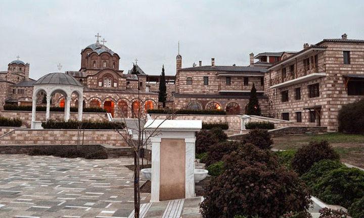 """Η Πειραιώς βγάζει στο """"σφυρί"""" περιουσία μοναστηρίου"""