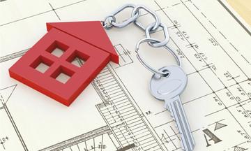 Νόμος Κατσέλη: Το «παζάρι» με τους θεσμούς και η αγωνία των δανειοληπτών