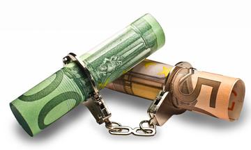Κατασχέσεις και σε κοινούς τραπεζικούς λογαριασμούς – Τι πρέπει να κάνετε