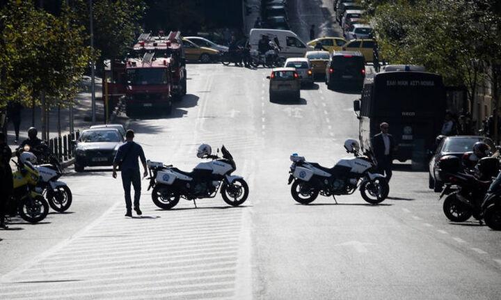 Έκρηξη μηχανισμού στο Κολωνάκι - Τραυματίστηκε αστυνομικός