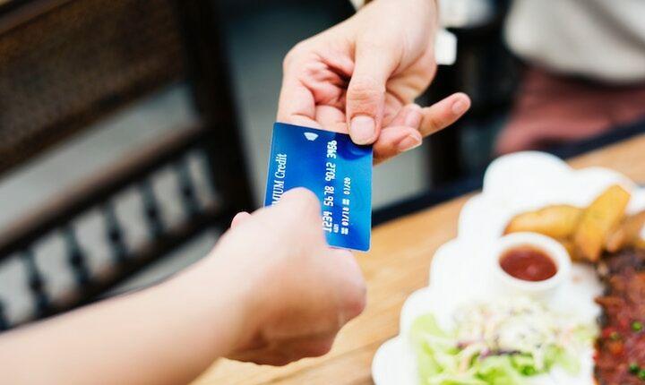 Υποχρεωτικές οι πιστωτικές και χρεωστικές κάρτες για άλλα 53 επαγγέλματα