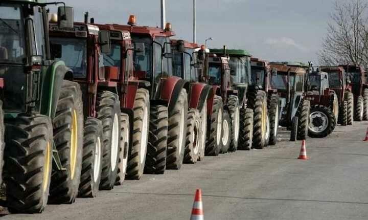 Δίωρο μπλόκο στον Πλατύκαμπο πραγματοποιούν σήμερα οι αγρότες