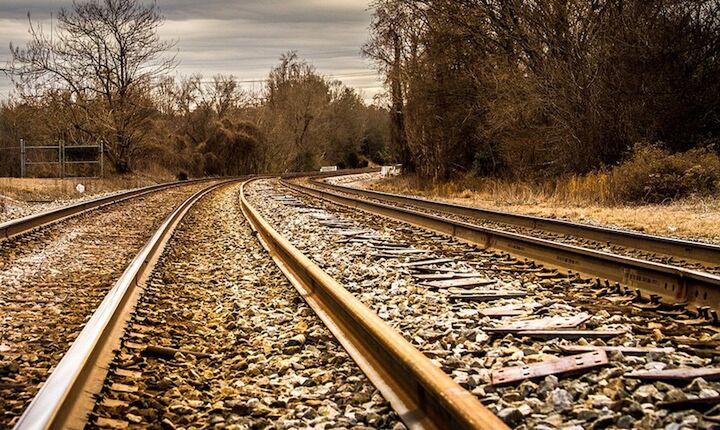 Έργα 1 δισ. για να ξανασφυρίξει το τρένο στην Πελοπόννησο