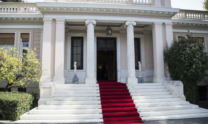 Αιχμές Τσίπρα κατά Στουρνάρα στη συνεδρίαση του υπουργικού συμβούλιου