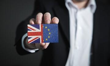 """Με βραχεία κεφαλή απορρίφθηκε το """"σκληρό"""" Brexit"""