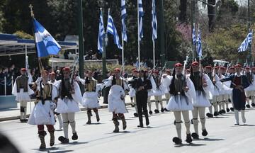 """Υπό τους ήχους του """"Μακεδονία ξακουστή"""" στην παρέλαση"""