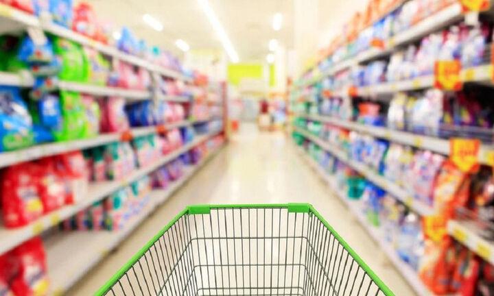 Στα σούπερ μάρκετ περνάνε τον χρόνο τους οι καταναλωτές