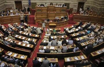 Ομοβροντία νομοσχεδίων για 120 δόσεις, αιγιαλό, επενδύσεις